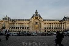 Малый королевский дворец