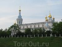 Православный монастырь напротив Костела