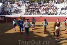 коррида,  городок Михас, который часто называют самой типичной Белой Деревней Андалусии