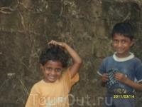 По дороге на Палолем. Индийские детки.