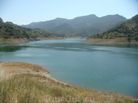 Такие вот озера можно увидеть поднявшись в горы
