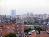 Смещаемся немного правее и видим две башни бизнес-центров (Torre Caja Madrid и Torre de Cristal) и правее - башни Torres Kío.