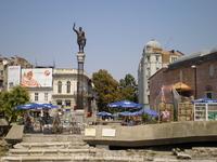 Здесь сохранились античные фрагменты городского форума, стадиона, амфитеатра Филиппа II Македонского, базилики, терм, общественных и жилых зданий.