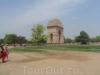 Дели. Ворота Индии. возведены в память об 90 000  индийских военнослужащих., погибших в первую мировую.