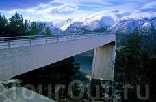 Со смотровой площадки Стегастейн открывается прекрасная панорама на весь Аурландс-фьорд. Она находится в 6 км от Аурланда и 35 км от Лэрдала. Foto: Rolf ...