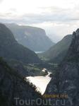 Вид со смотровой площадки на начало Naeroyfjorda.