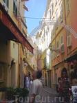 На узкой улочке в старом городе