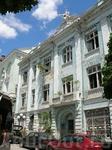 Вот это здание меня поразило. Главное болгарам как-будто наплевать, что оно скоро развалится...