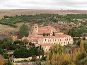 Массивный монастырь  Парраль (Моnasterio del Parral)  также находится не в центре города, он на другой стороне реки Эресма к северу от города, и нужно ...