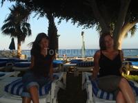 лежаки на пляже, мы их видели почему то только по ночам))