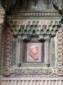 Он прожил долгую жизнь, пережив католических королей, оставив после себя огромное духовное наследие. В городе он почитаем, поскольку именно он основал в 1499 году университет. Похоронен кардинал здесь же, в главном соборе города, а его шикарный саркофаг - в университетской капелле De San Ildefonso.