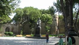 Памятник здешнему (Баснописцу)