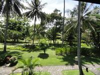 Вид из номера на территорию отеля