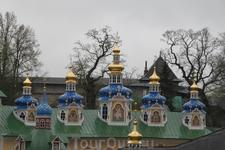 Успенская и Покровская церкви.