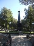Памятник в Лопатинском саду. Удивительно гармоничное место - история и современность рядом.