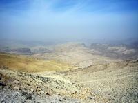 горы по дороге в Петру