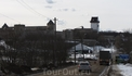 """Территории двух госудаств, А именно, России и Эстонии разделяет река """"Нарва"""", за которой по ту сторону границы распологается одноименный эстонский город ..."""