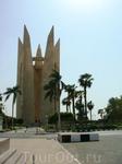 Памятник египетско-советской дружбе. Как оказалось - без неё плотина плохо работает...