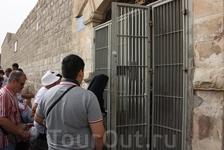 Вход в монастырь на палестинской территории