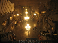 часовня святой Кинги находится примерно 100 м под землей и все здесь вырезано из соли