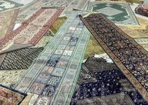 Марокканские ковры ручной работы в одном из магазинчиков Танжера. Хотя ковры ручной работы - это, действительно, произведения ремесленного искусства! Смешно ...