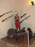 Здесь представлено старинное оружие