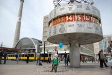 Берлин, часы на Александрплатц