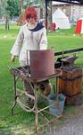 В Средневековой Европе в руках женщины сосредотачивались традиционно женские ремесла:производство шерсти,шелка и льна, пивоварение,выпечка хлеба, некоторые ...