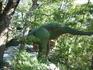 Некоторые динозавры излишне зеленые и сливаются с окружающим - мимикрия человеческими руками! Одного из них среди листвы я не сразу заметила.