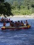 И еще одно развлечение для туристов - сплав по реке Мзымта (и совсем не страшно, и очень мало по времени)