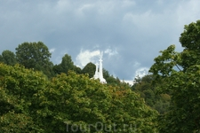 Три креста на вершине холма в Калну парке.