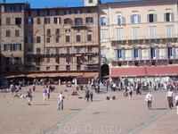 Пьяцца дель Кампо. Бывший римский форум.