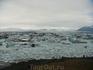 Здесь глыбы льда отделяются от ледника и плавают в уникальной ледниковой лагуне.