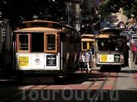 Cable car перевозит пассажиров начались с 1873 года. Этот вид транспорта не имеет собственного двигателя, он едет, когда скоба прикрепляется к постоянно ...