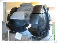 Schwere Minenraumer (VsKfz 617). Трёхколёсный тяжёлый бронированный минный трал. Второе имя машины - «Скорпион». Об этой интересной машине известно немного ...