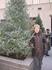 Это я в Нью-Йорке на Рождество.