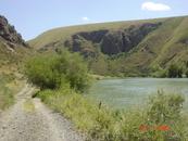 Дорога на р. Лепсы. Там даже есть небольшой водопад. Цвет воды очень красивый