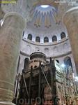 Кувуклия  — это небольшая (6 х 8 м) купольная часовня желто-розового мрамора в центре Ротонды Храма Воскресения Христова. Она заключает в себе Гроб Господень ...