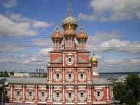 Среди выстроенных Григорием Строгановым храмов нижегородская церковь в честь Собора Пресвятой Богородицы отличается особой изысканностью и пышным убранством ...