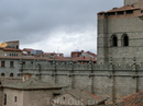 С этой точки собор совсем рядом, можно разглядеть каменное кружево его стен.