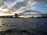 Harbor Bridge - символ Сиднея. На моторке мы проплыли под ним, рассматривали металлические конструкции возведенные на такой высоте, чтобы к порту свободно ...
