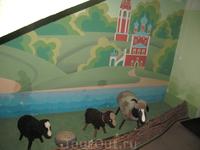 При входе в музей нас встречают романовские овцы