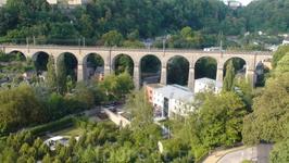 Люкс, город на горах. Здесь и самые большие мосты в свои времена были и катакомбы такие, что до сих пор там, наверное, кто-нибудь прячется.