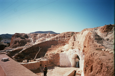 Вход в пещеры - жилище троглодитов. (На 2-х дневной экскурсии в Сахару)