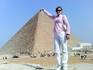 У Великих пирамид: Вот какая Наташа большая (138м)! (снимок с телефона - от Сфинкса)
