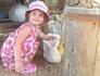 Парк Аскос.Младшая дочка в восторге от кролика