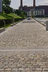 Дорога, да не просто! Собраны образцы брусчатки со всей Германии. Можно изучать историю дорогостроения))