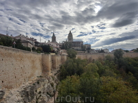 Крепостные стены Сеговии, простоявшие не один век, надеюсь, дождутся моего следующего приезда.