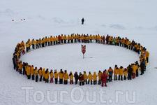Хоровод вокруг точки географического Северного полюса - самое быстрое кругосветное путешествие. Здесь все меридианы планеты можно обойти за минуту!