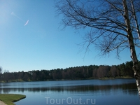 Озеро Друсконис недалеко от музея города Друскининкай и гостиницы Иволита